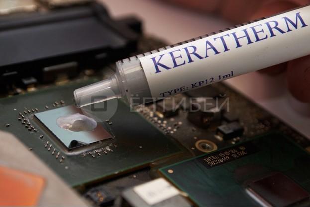3 - Шаг 3 - нанесение пасты на поверхность чипа графического процессора