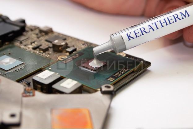 4 - Шаг 4 - нанесение пасты на поверхность чипа центрального процессора